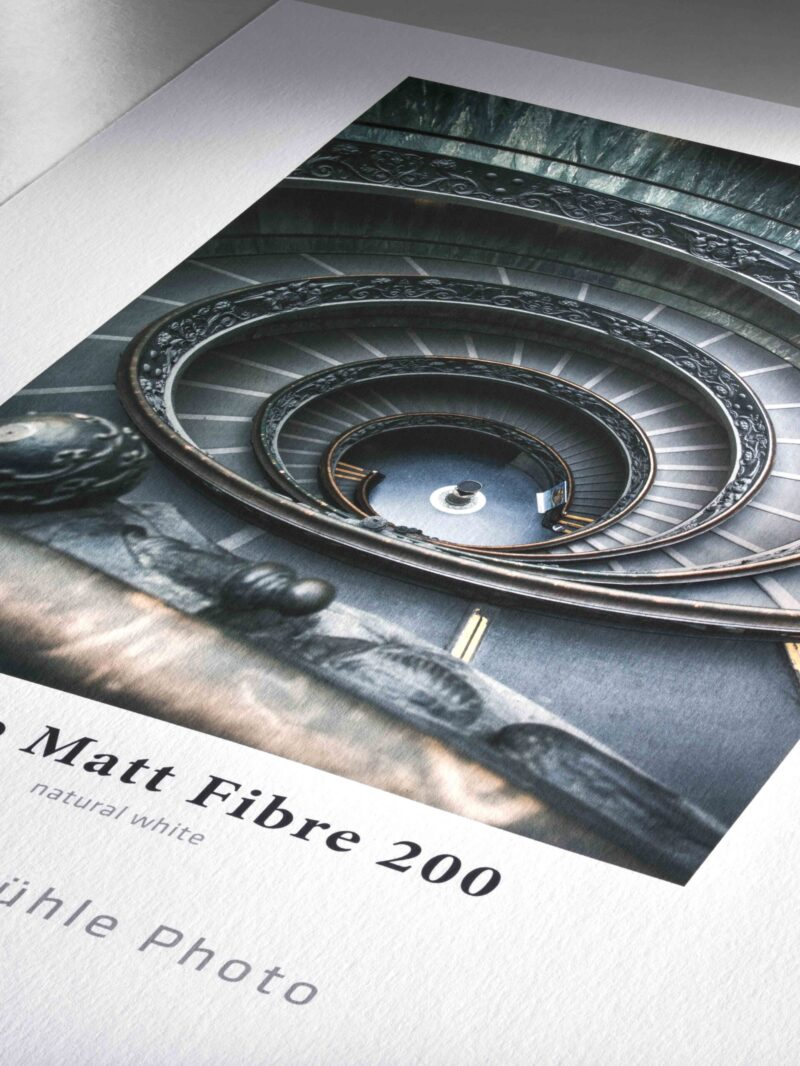 Photo Matt Fibre 200. Es un papel natural y ligero a base de celulosa y dotado de un revestimiento para inyección de tinta optimizado para uso fotográfico. Resulta perfecto para impresiones de fotos, pósteres y álbumes fotográficos.